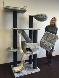 cat_climbing_structures_best_cat_trees_for_large_cats_10_cattreekings_mansion_blackline_light_grey